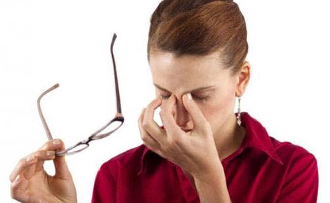 आंखों की जलन और थकान दूर करने के लिए आजमाएं ये घरेलू उपाय