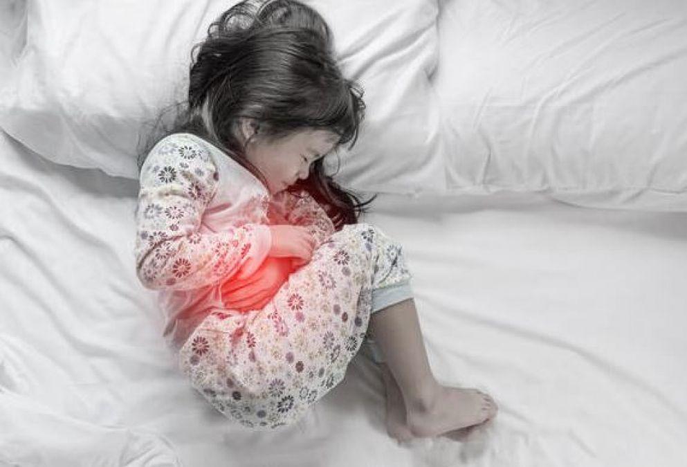 पेट में गैस बनने के कारण, लक्षण और इससे निजात पाने के 12 उपाय