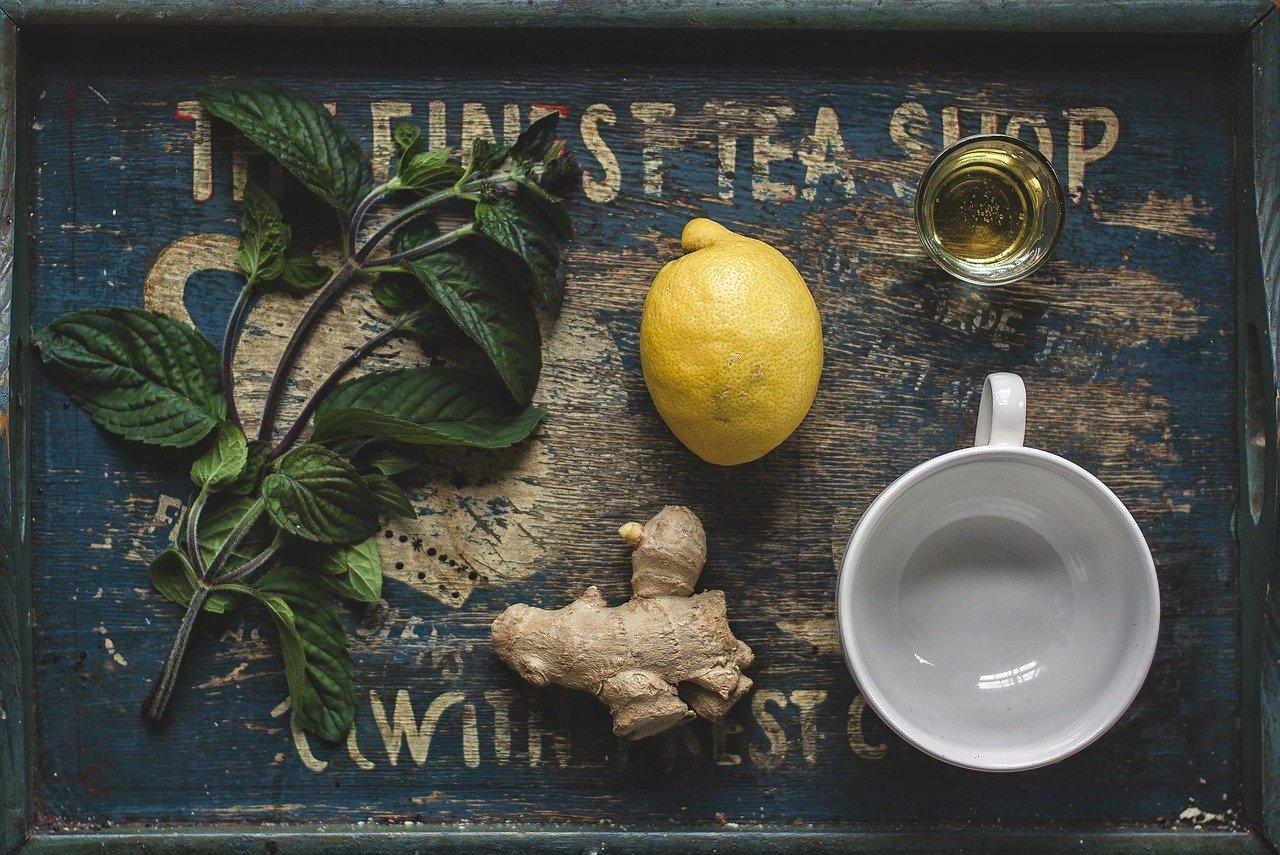 वजन घटाने, पेट समस्या, सर्दी खांसी और मानसिक तनाव का रामबाण इलाज अदरक की चाय के नुस्खे